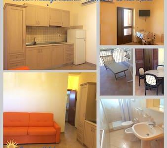 APPARTAMENTO MONOLOCALE AL MARE CON VERANDA - Foce Varano - Lägenhet