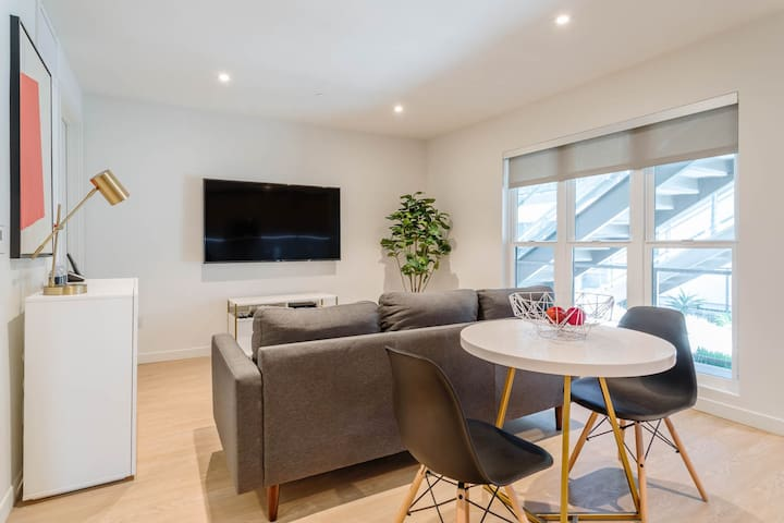 NEW MODERN One Bedroom - DT Santa Monica 384