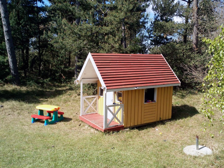 Playhouse for the smallest kids. With toys, beach toys.