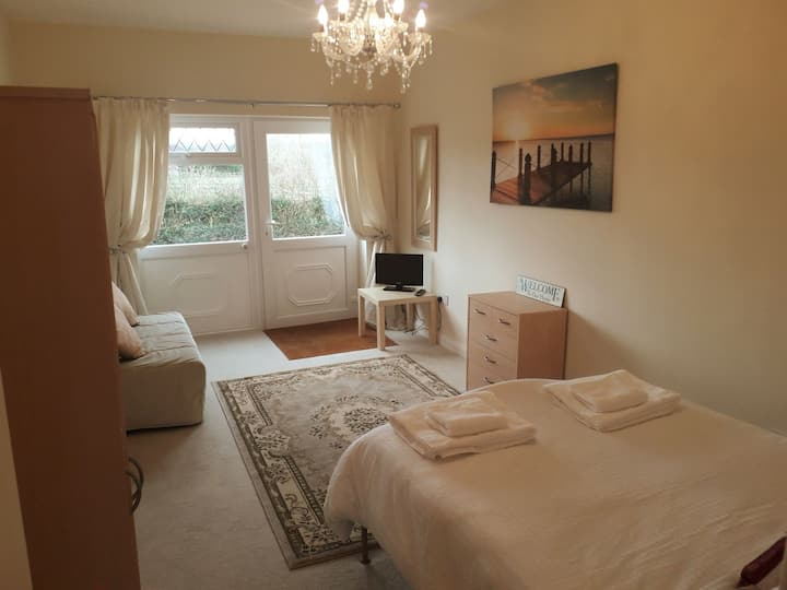 Crystal  Annexe, nr   beautiful Chew Valley Lake.