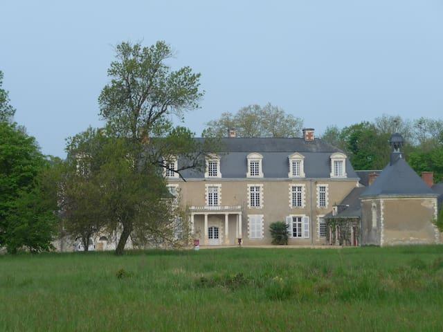Aile sud du château du Plessis  - Noyant - Casa