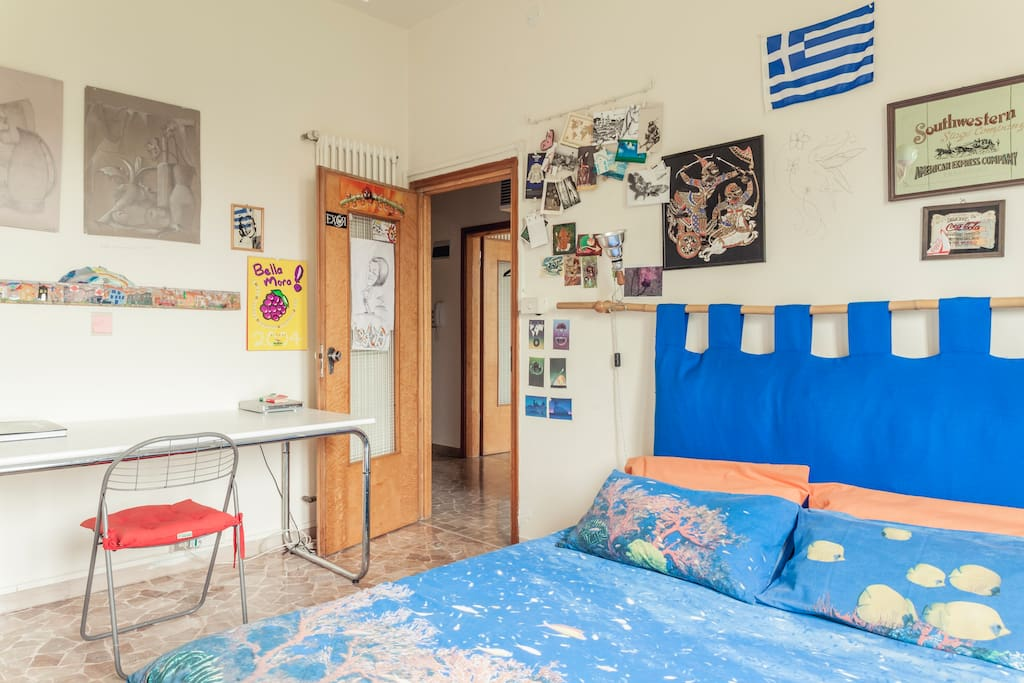 Very spacious and bright bedroom - Camera molto spaziosa e luminosa