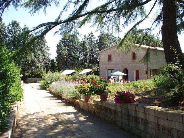 Antico Casale Toscano con piscina