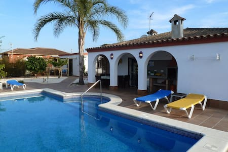 Luxury 5-bedroom Villa & Annexe for Families - Chiclana de la Frontera