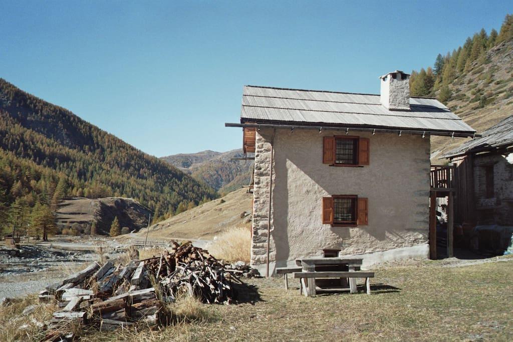 Terrasse & jardin devant le chalet