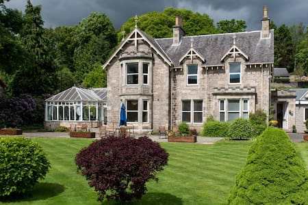 Claymore Guest House & Apartments - Pitlochry - Bed & Breakfast