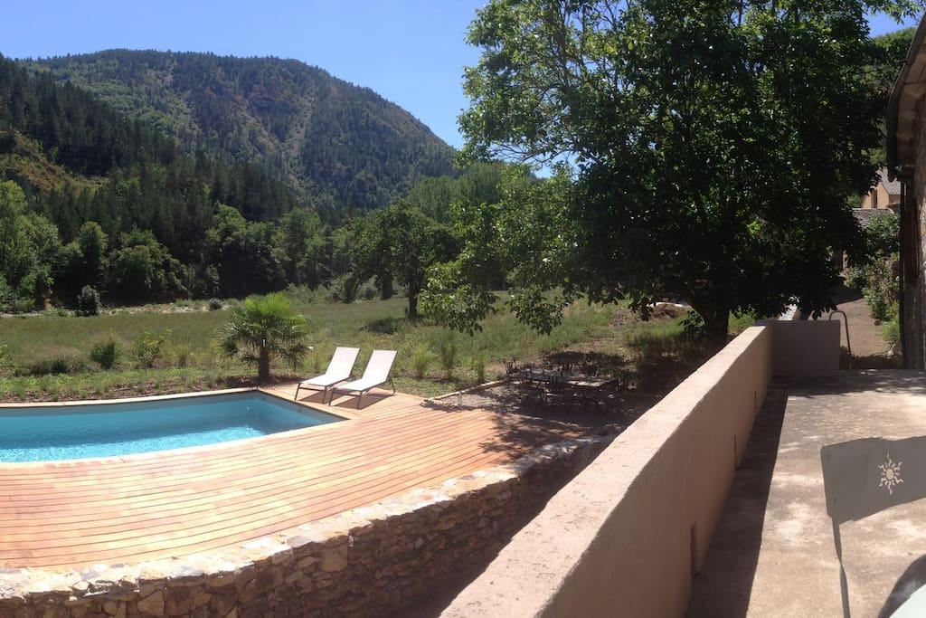 Gorges du tarn c vennes piscine chauff e maisons for Piscine bois tarn