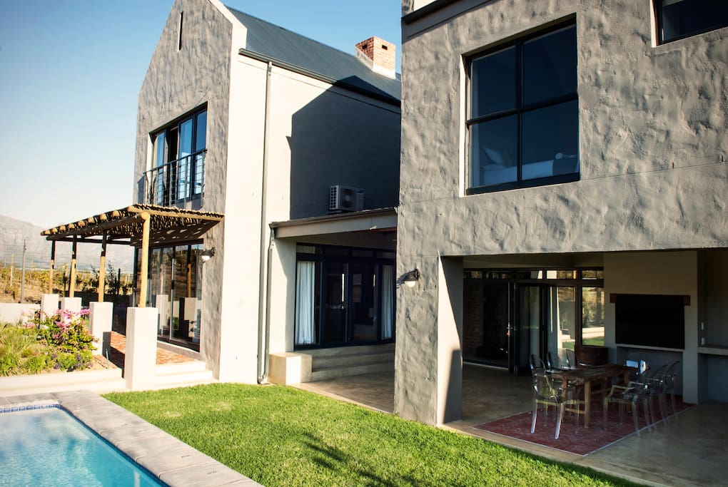 Gilga wine farm stellenbosch houses for rent in for Farm style houses south africa