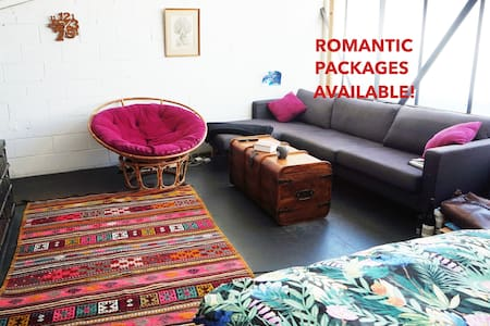 ★ Romantic Loft Escape with Open Air Cinema ★ - Abbotsford - Loft