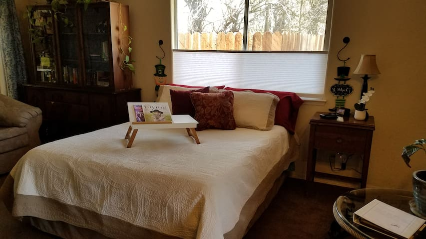 Quiet Templeton Hideaway ~ Close to All the Fun!