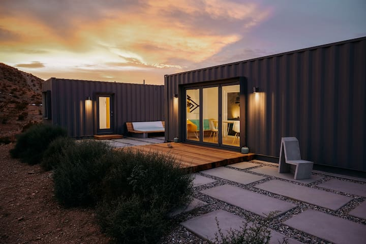 Joshua Tree Container House - Modern & Unique
