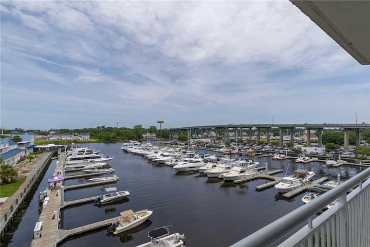 NEW LISTING! Harbourgate Marina #122