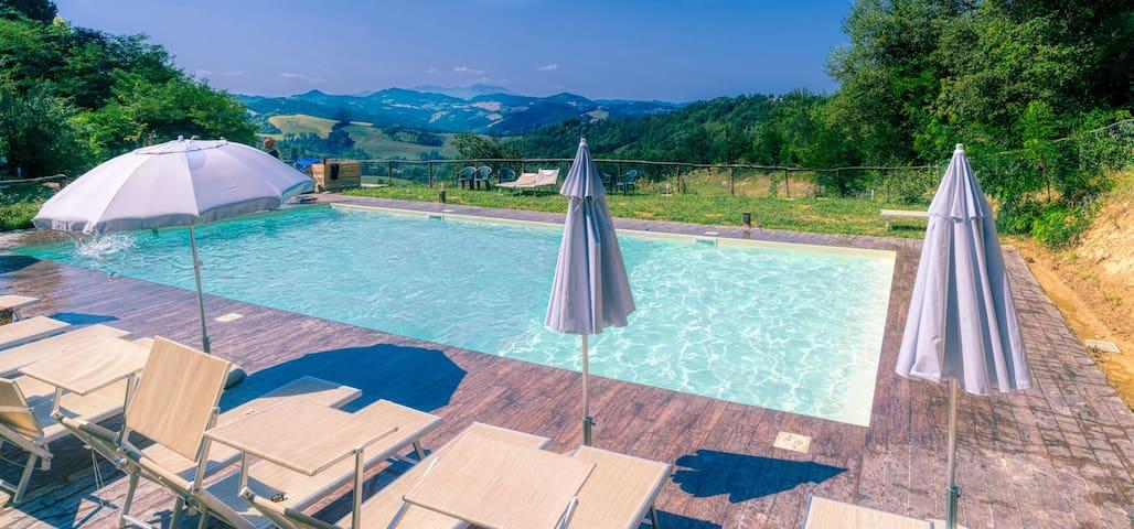 Rustig appartement net buiten Urbino, Marche