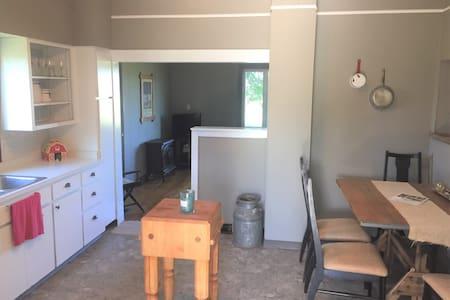 """Hunter's Cabin"" in the country,  Mott/Elgin area"