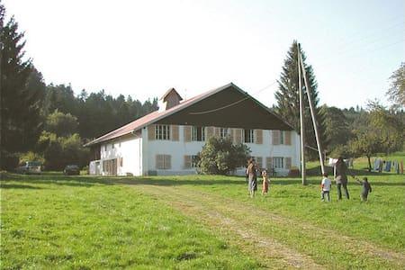 Belle et grande ferme dans le Jura - Le Bizot - Hus