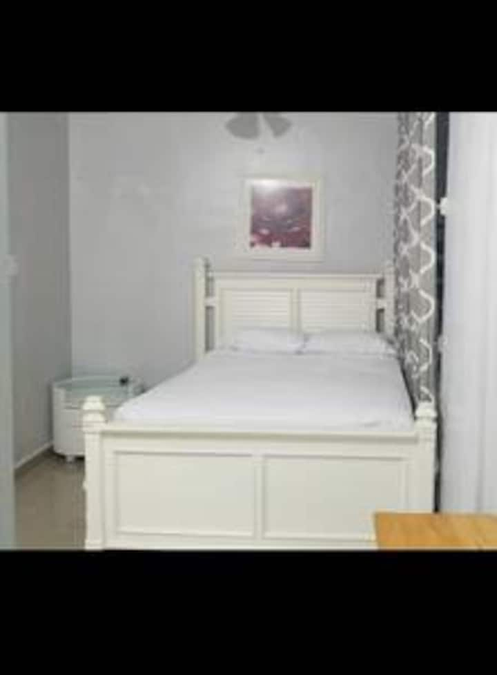 Colton 1 Nice studio  15 min to San Juan airport