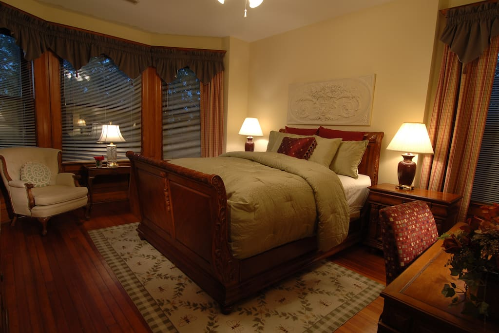 The Botanical Garden room offers queen bed, writing desk, and bay window seating.