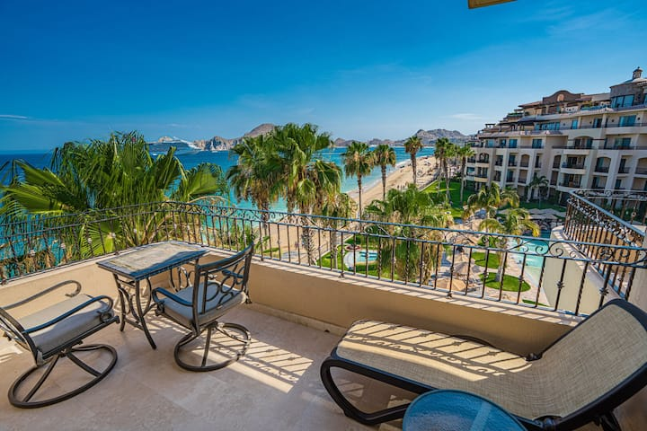 AWESOME MEDANO BEACHFRONT Studio with Kitchenette - 4th Floor - Cabo Bay Views!