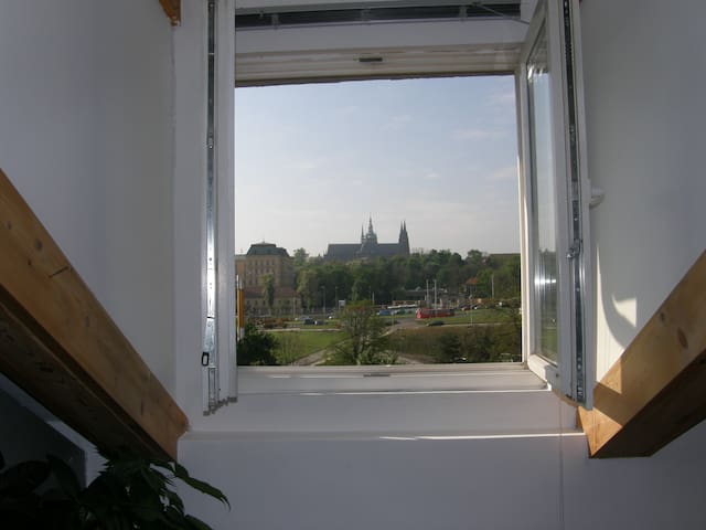 Cosy loft with  Prague Castle view - Praga - Appartamento