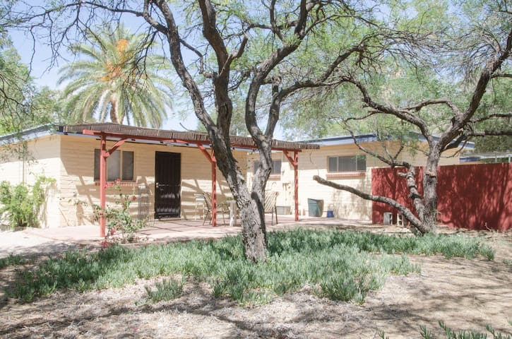 Charming Guesthouse Central Tucson