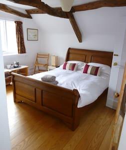 Double room en-suite in Modbury - Modbury - Bed & Breakfast