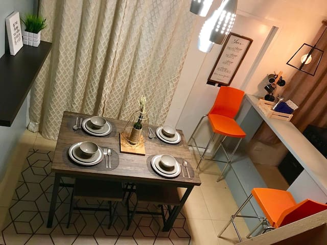 Stylish Loft along EDSA near GMA 7 (min. 2 guests)
