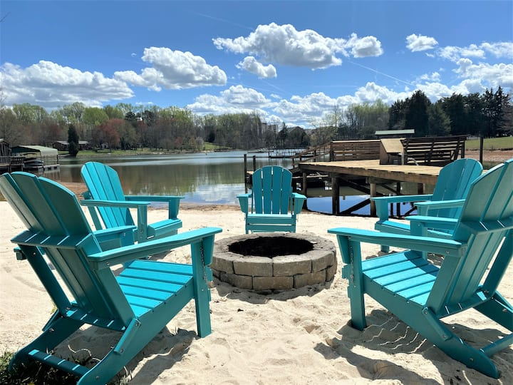 NEW!  LKN Waterfront Luxury Home— Hot Tub — Kayaks