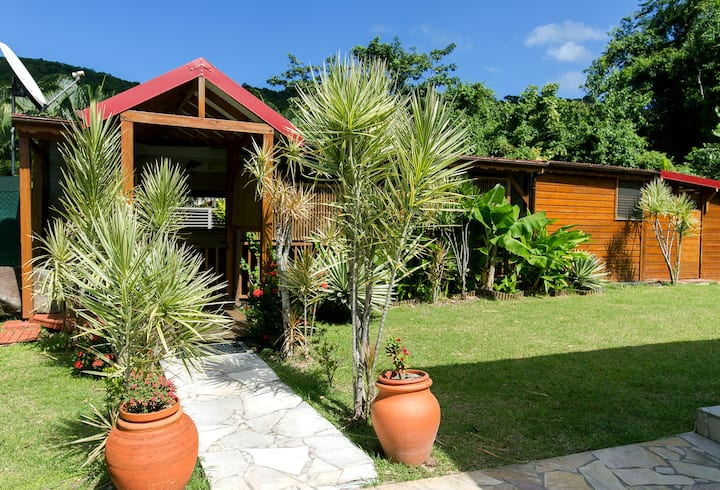 AMAZING wooden bungalow for 1 to 4 persons + pool