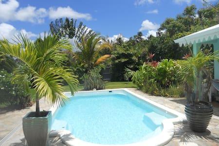 CHAMBRE & PT DEJ et piscine - Ducos
