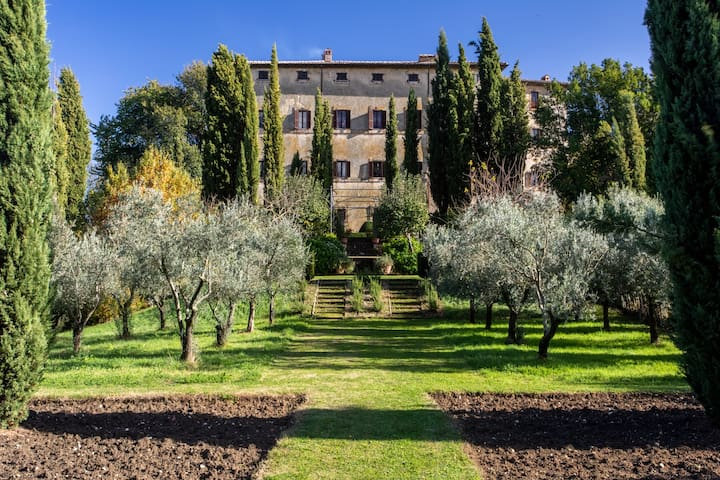 Luxurious private Villa with a view near Rome