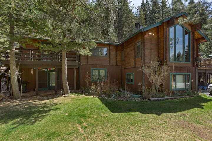 Amazing Squaw Valley Riverside Home - Olympic Valley - Talo