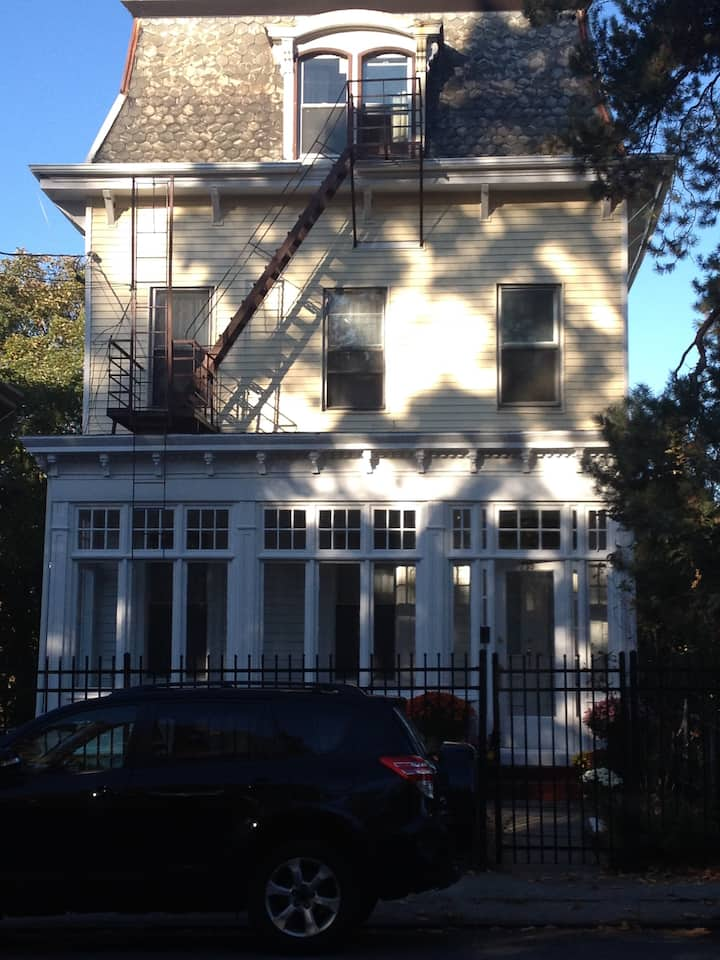 Beautiful 2 BR in Victorian Home