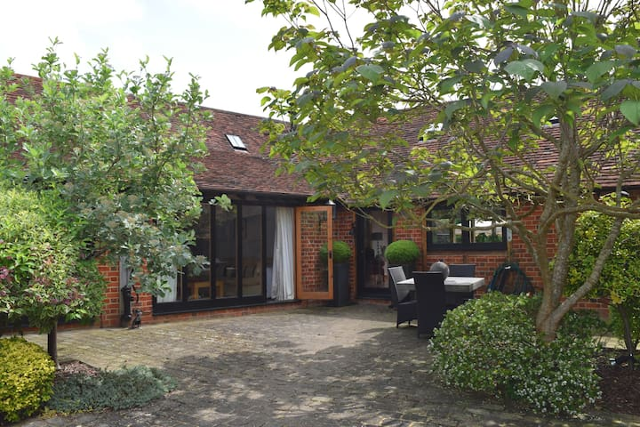 Country Barn Studio, near Henley-On-Thames/Reading