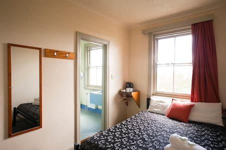 Blue Mountains YHA Queen Room with Ensuite