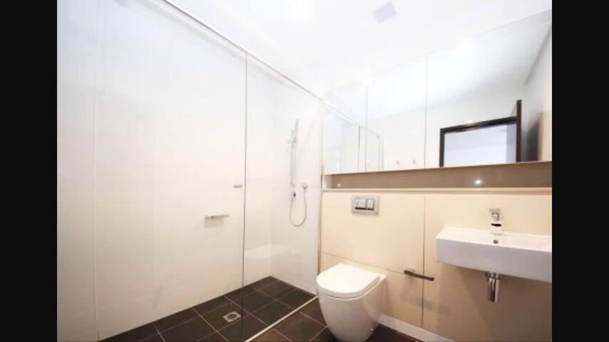 Great bargain bedroom with own bath - Wentworth Point - Appartamento