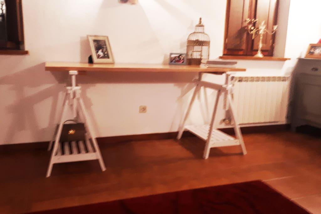 Un escritorio gigante, por si te apetece escribir , pintar ...