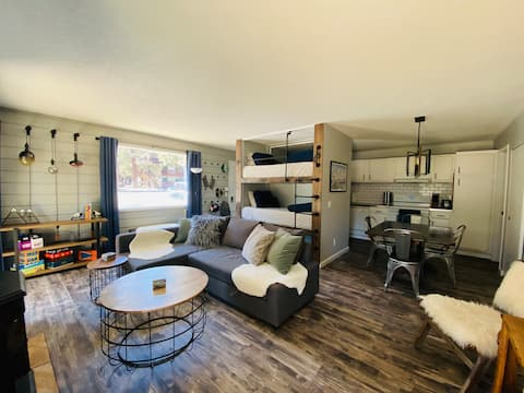 NEW! Modern King Suite, walk to free shuttle