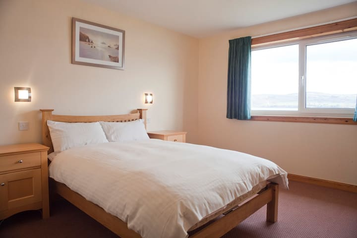 Spacious sea view home 5 miles from Inverness - North Kessock - Apartment