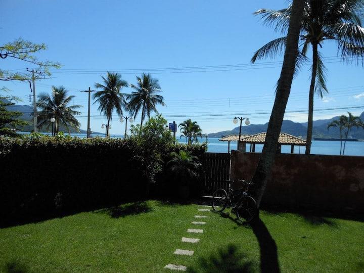 Casa vermelha em Ilhabela frente mar