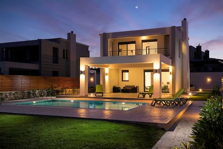 Rhodes Luxury waterfront Villa with private pool! - 羅德 - 別墅