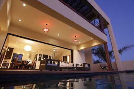 Todos Santos Beach House w/ Pool + Hot Tub - Todos los Santos