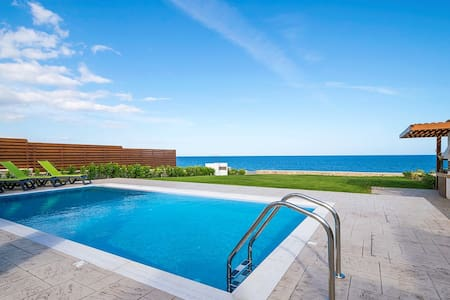 Rhodes Luxury waterfront Villa with private pool! - 로즈(Rhodes)