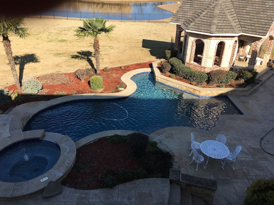 Hot tub, natural salt pool and gazebo for your use with privacy and beautiful country views.
