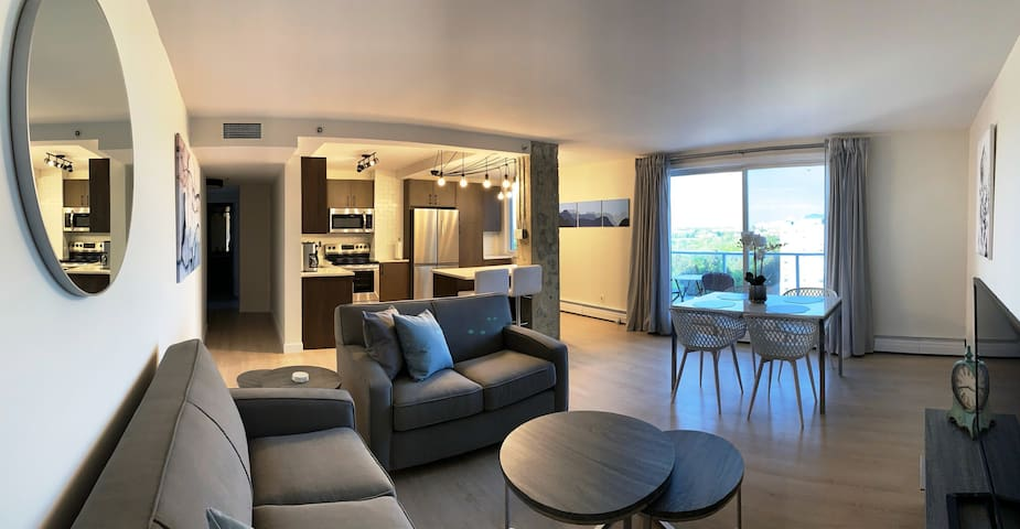 5th Ave. Suite Stylish Design w/ Scenic River View