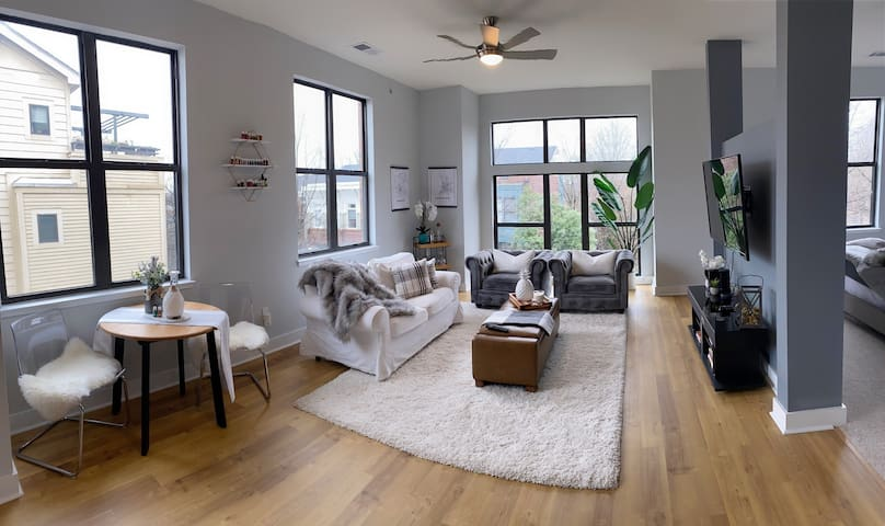 Modern Condo in Uptown with FREE parking!