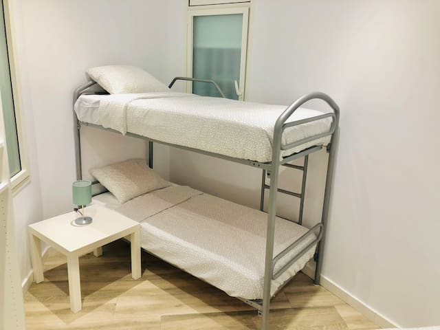 Room for 2 in Barcelona Center: Old Town and Beach