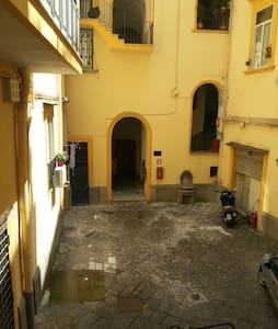 Casetta in pieno centro storico - ナポリ