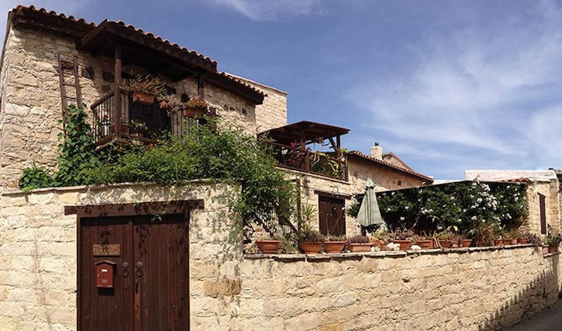 PERSEPHONE HOUSE - Pentakomo - Talo