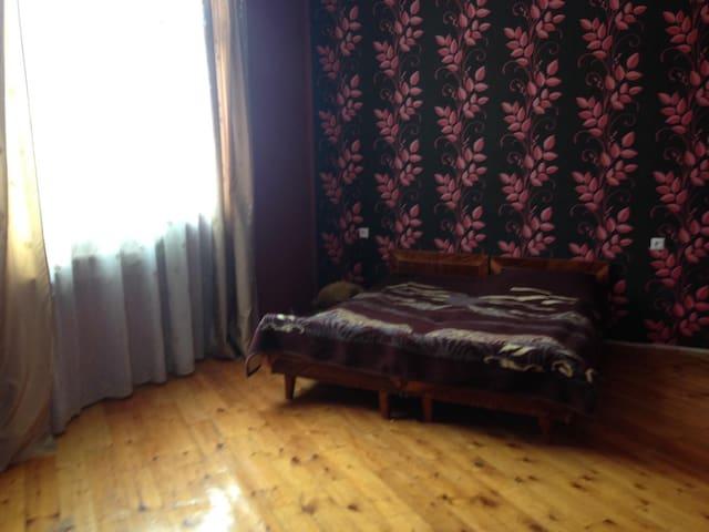 Дом частный с гаражом,2-х этажный - Casa