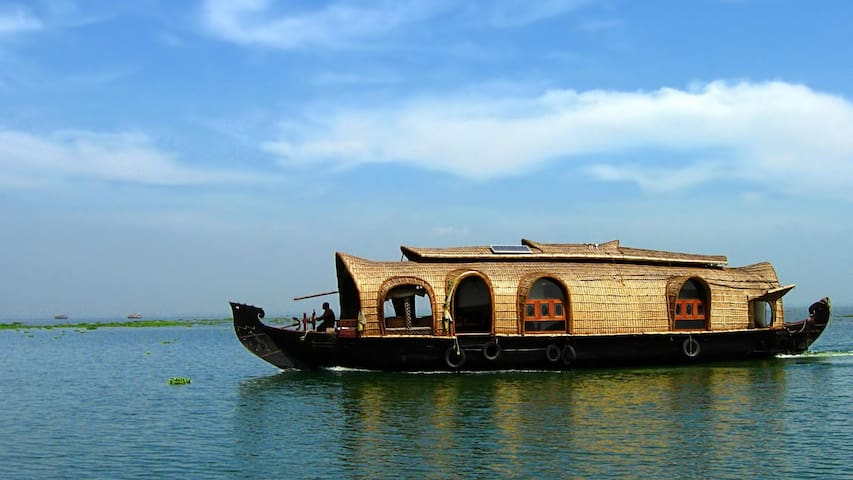 Stay & Houseboat Day Cruise - All Inclusive